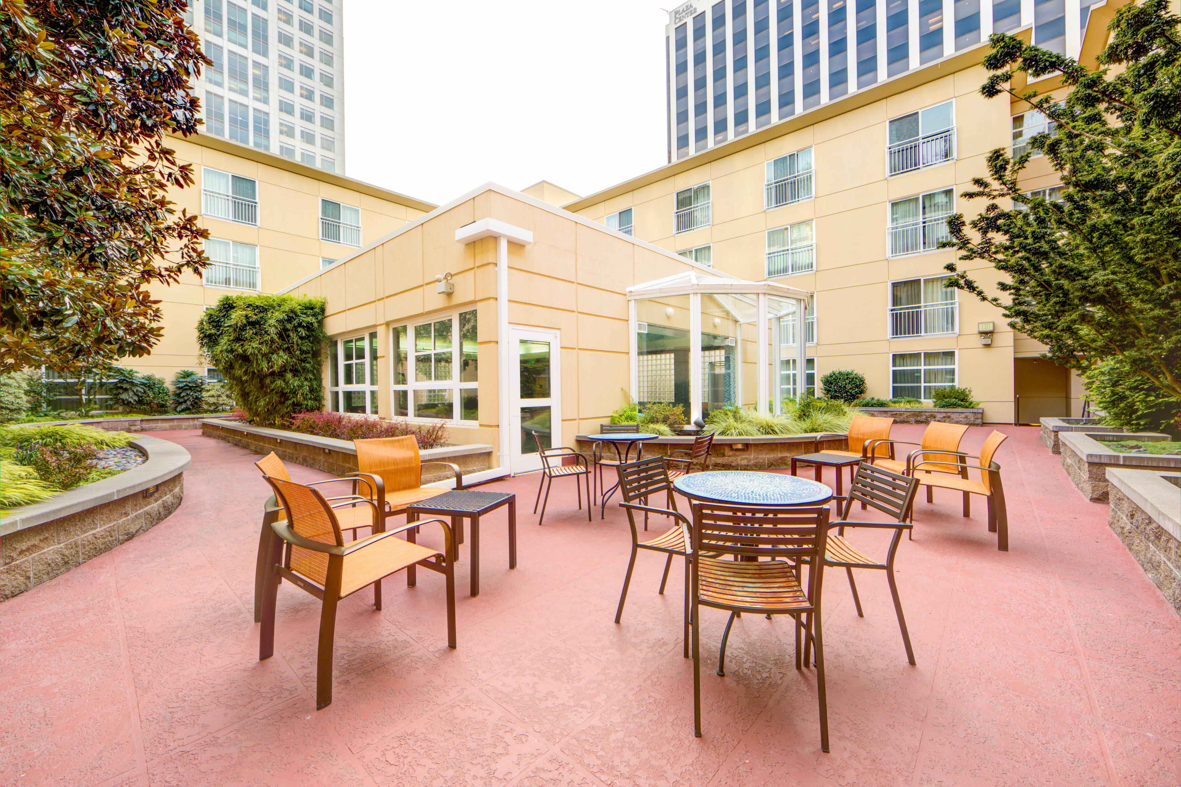 Courtyard By Marriott Bellevue Downtown