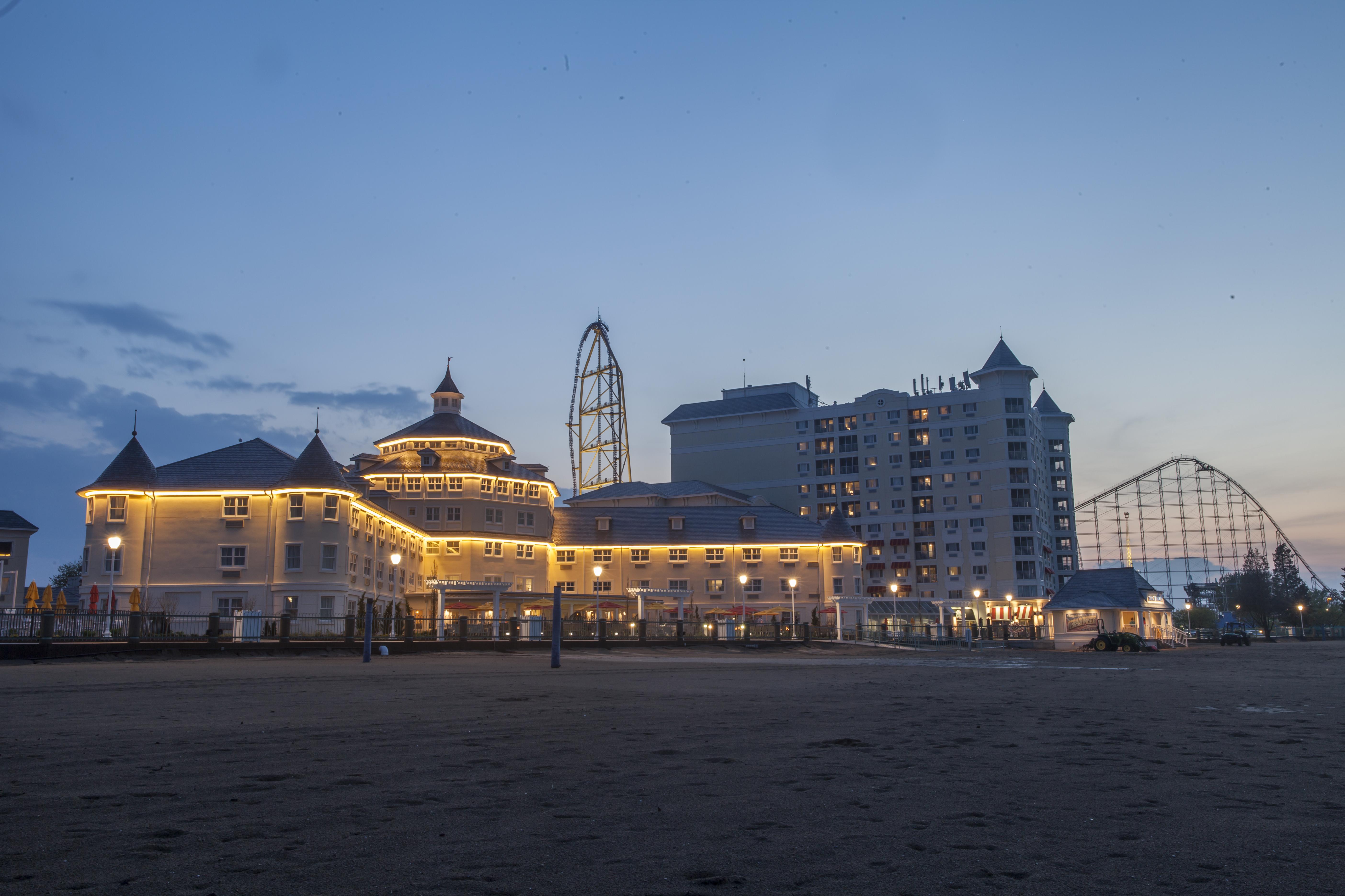CEDAR POINTS HOTEL BREAKERS