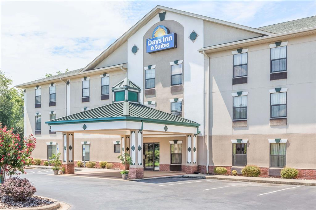 Days Inn & Suites - Morganton
