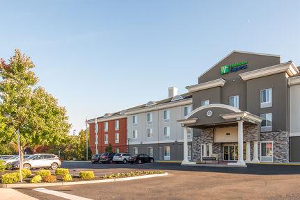 Holiday Inn Exp Stes Mt. Laurel