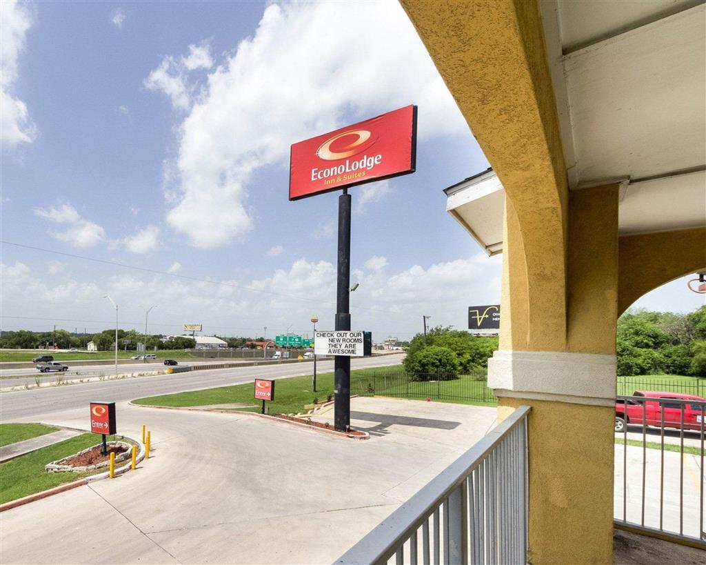 Econo Lodge Inn And Suites Downtown Nort
