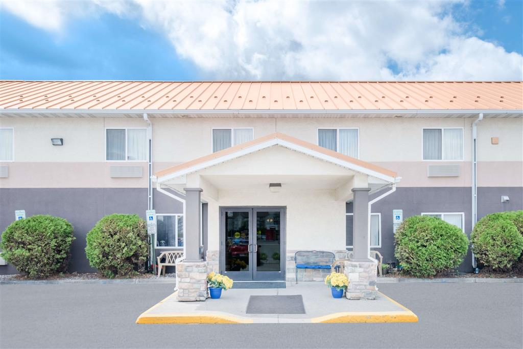 Days Inn Airport Dome Suites