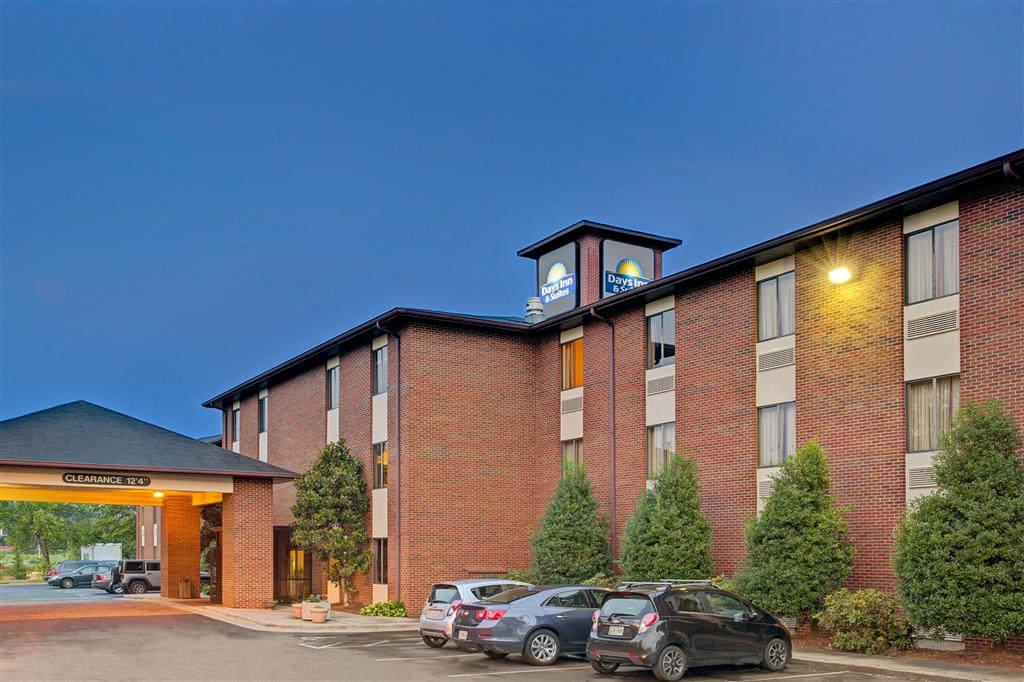 Days Inn & Suites - Hickory