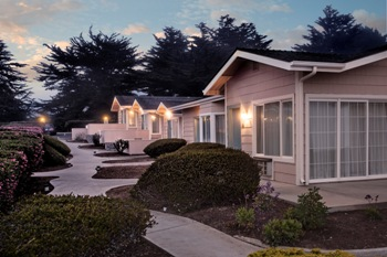 Cambria Landing Inn And Suites
